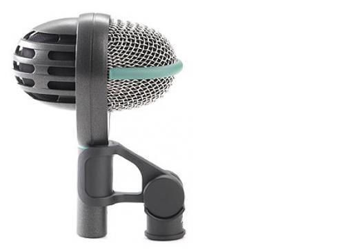 AKG D-112 Dynamisches Mikrofon